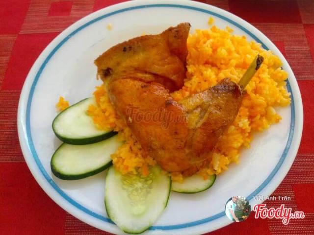 Ấm bụng với cơm gà Hồng Ngọc – 193 Nguyễn Chí Thanh